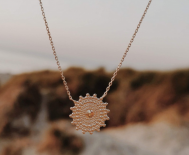 ~ RAYONS D'OR LE COLLIER DISQUE PERLÉ ~