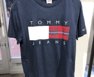 T-shirt Tommy Jeans - grand logo - marine ou blanc